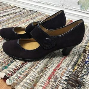 Softspots purple suede Mary Jane heels 10w